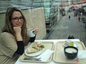 Skogenröra med räkor och salad och Fika! (café)