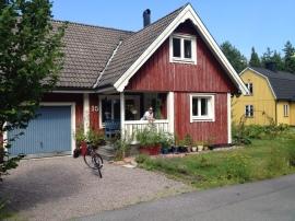 Típica casa de color rojo Falun donde viven nuestros anfitriones, los Holmgren