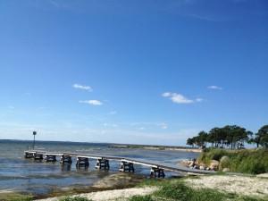 Kalmar y el puente que la une a la isla vistos desde las playas de Öland