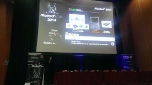 Hugo Teso presentando parte de su exploit en Rooted CON 2014